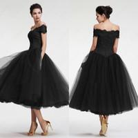 gri tül elbise çay uzunluğu toptan satış-Küçük Siyah Kokteyl Elbiseleri Çay Boyu Tül A Hattı anne Gelin Elbise 2019 Bateau Kapalı Omuz Fermuar Geri Onur Hizmetçi Elbise
