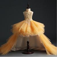 robes de pageant moelleuses achat en gros de-Robe de fête d'anniversaire d'or de Tulle fille robe de fête Hi-Lo paillettes perles fleurs fille robe de princesse moelleux robes de première communion