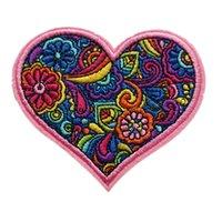 nakışlı çiçekler demir aplikler toptan satış-8 CM Nakış Dikmek Demir On Yamalar Pembe Kalp Aşk Çiçekler Totem Çanta Kot Şapka Işlemeli Rozetleri T Gömlek DIY Aplikler Craft Dekorasyon