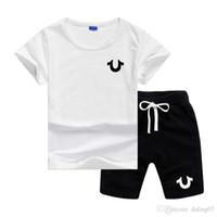 kinder hosenanzug mädchen groihandel-U Logo Luxus-Designer-Baby-Jungen-Mädchen-Kleidung stellte Short Sleeve Top Pant 2Pcs Outfits Kinder Bebes Bekleidung Kinder Jogginganzüge
