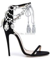 ingrosso signore sandali in rilievo-vendita all'ingrosso Ladies Chic Drape Pearl Sandals Bling Bling Crystal Beaded Flowers Scarpe da sposa Lace-up Frangia pumps Thin tacchi alti