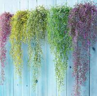 decoracion artificial colgando plantas al por mayor-Colorido flores artificiales de seda vides colgando hoja de la planta hojas de hiedra para el jardín de flores de plástico decoración de la pared de la boda