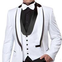 chaqueta roja para hombre solapa negra al por mayor-aququard Groom Tuxedos White Red Black Mens Wedding Tuxedos Velvet Lapel Side Vent Man Jacket Blazer Traje de 3 piezas (Chaqueta + Pantalones + Chaleco + Corbata)