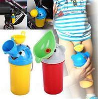 tragbares auto urinal großhandel-Tragbares bequemes Reise-nettes Baby-Urinal scherzt reisendes Urinieren des Töpfchen-Mädchen-Jungen-Auto-Toiletten-Fahrzeug-Urinals