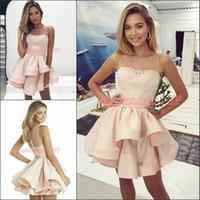 junior vestidos rosa claro al por mayor-Vestidos de fiesta de graduación árabes perfectos Light Pink Crew 2019 Satin Lace Sleeveless Sheer Club Wear Short Prom Dress Cocktail Party Juniors
