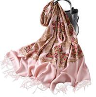 белый вышитый шарф оптовых-Вышитый кашемировый шарф с более толстым и теплым платком зимой Мода кисточкой белый вышитый шарф бесплатная доставка