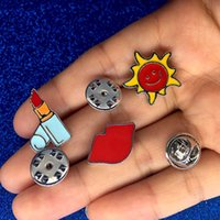 ingrosso spilla rossetto-Fashion Lovely Ornaments pin cute Lipstick Red Lips Moustache The Sun Spilla Cute Cartoon Spille Pins Colthing Accessori