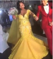 uzun sarı gelin kıyafet toptan satış-Muhteşem Sarı Uzun Kollu Gelinlik Kapalı Omuz Kristal Boncuklu Sweep Tren Güney Afrika Tarzı Peçe Ile Mermiad Gelin Kıyafeti