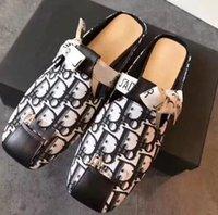 güzel kadınlar düz ayakkabılar toptan satış-Kadın Terlik Sandalet Tasarımcı Ayakkabı En İyi Kalite Düz sandalet Çevirme Moda Sneakers sandalet Shoe07 DA03 tarafından Güzel Kutusu Göndermek