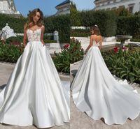 uzun beyaz kilise elbiseleri toptan satış-Asil Beyaz Saten Kilisesi Gelinlik 2020 Seksi V Kesim Backless Sheer Boyun Aplike Uzun Gelin Törenlerinde Cepler Ile
