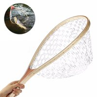 рыболовный ремень оптовых-Light weight Wooden Handle  Fishing Landing Net Mesh Trout Rubber Catch Net With Hand Strap Large capacity