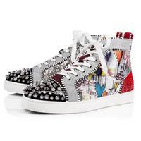 zapatos de punta en línea al por mayor-Diseñador de moda los zapatos con tachuelas Spikes pisos inferiores del rojo de los amantes del partido para hombre Negro Blanco para mujer de cuero de las zapatillas de deporte tamaño 36-46 Venta Online