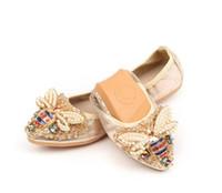 zapatos de mujer elegantes y cómodos al por mayor-Nueva llegada Diseñador de la Mujer de Cristal Zapatos Planos Elegante Dama Cómoda Moda Rhinestone Mujeres Suave Abejas Zapatos de talla grande