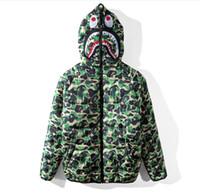 men s casual jacket designs groihandel-Camouflage Dicker Baumwolle Gefütterte Jacke Herbst Winter Heiße Art Beliebte Logo Shark Design Männer Casual Hut Warmer Mantel
