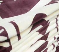 doble vellón al por mayor-Flor marrón clásica Patrón famoso Manta de franela Manta gruesa Sofá / Cama / Viaje Manta de felpa de doble capa Suave