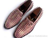 couro baixo para homens venda por atacado-Sapatos de Mens Rosa de Ouro Mocassins Spike Studded Deslizamento Em Couro liso vermelho moda masculina bota sapato branco Primavera Outono Sapatos De Vestido de Casamento