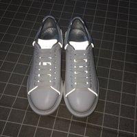 cores de apartamentos venda por atacado-Novas Mens Moda Plataforma de luxo Sapatos Homem Casual Plano Caminhar Casual Sneakers luminosa fluorescente branca calça o tamanho 38-45 10 cores