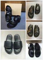 hakiki sandal erkekler toptan satış-Erkekler Slaytlar Tasarımcı Kırmızı Alt Terlik Erkek Siyah Hakiki Deri Spike Ile Yaz Çevirme Lüks Sandalet Yumuşak Deri Slaytlar ABD 12