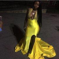 fenda de vestido de sereia amarela venda por atacado-Longo Amarelo Prom Vestido Sereia Halter Frisada Apliques Mulheres Partido Vestidos de Fenda Lateral Sexy Com Decote Em V Vestido Vestidos de Festa À Noite