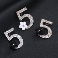 ingrosso gioielli di fiori acrilici-Fiore acrilico Numero di diamante spilla perni classici creativi Spille per abito da sposa monili di lusso