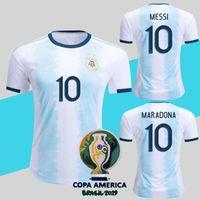 uniforme al por mayor-Argentina 2019 Copa America Soccer Jersey Home Azul Blanco Camiseta de Fútbol Messi Dybala Uniforme de Fútbol Más 10pcs Envío de DHL