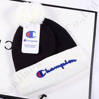 gorros de moda de invierno al por mayor-Gorros de marca Champion Pom Hats Mujeres Hombres Diseñador Color Match Winter Warm Skull Caps Moda de moda Crochet Sombreros Ski Sport Beanie Cap C9601