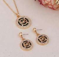 moda jóias pingente de colar de diamantes venda por atacado-MK12 mulheres Moda Colar de Pingente Brincos Broca Completa M Letra Octagonal Rodada Duas Peças Jóias com Diamantes