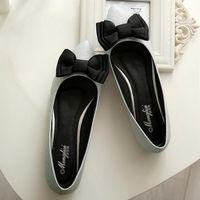 sandalia plana mujer arco plata al por mayor-Zapatos Zapatillas de ballet con nudo de lazo para mujer Zapatos de talla grande Mocasín con punta puntiaguda Slip on Slides Mujer Negro Plata Rosa Sandalia roja