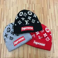 sombreros de punto de neón al por mayor-diseñador sombreros hip hop ocio moda europea y americana calle gorras de punto hombres y mujeres SUPerm Alphabet Bordado sombrero nuevo en invierno