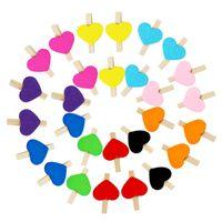 pinza de madera para el corazón al por mayor-50pcs / lot Clips de madera de colores lindos Pinzas para la ropa en forma de corazón Clip 3cm Mini clips de fotos Creativo DIY clips de dibujo a mano Clavija de papel