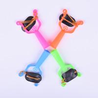 ingrosso giocattolo di slingshot di plastica-Fionda dritta di plastica colorata Gioco all'aperto Caccia Tiro Giocattoli per bambini Giocattoli di plastica Fionda per regalo per bambini
