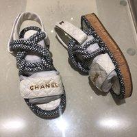 cor de madeira de sandália venda por atacado-Designer de luxo das mulheres flats chinelos antiderrapante sandálias de moda de cor de verão madeira meio arrastar sandálias praia causal sapatos de alta qualidade