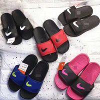 erkekler düz ayakkabılar toptan satış-NK Spor Çocuklar Tasarımcı Terlik Erkek Kız Sandalet Yumuşak Kauçuk Taban Çevirme Ev Açık Plaj Rahat Su Ayakkabı Düz Sandalet C61803