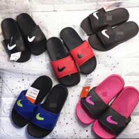 chaussures de sandale achat en gros de-NK Sports Enfants Designer Pantoufles Garçons Filles Sandales Semelle En Caoutchouc Doux Flip Flops Maison En Plein Air Plage Casual Eau Chaussures Sandales Plates C61803
