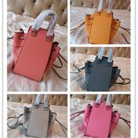 ingrosso pelle di amaca-La borsa del progettista del marchio presenta una borsa a secchiello per amaca nuova borsa messenger a tracolla da donna in pelle con cintura di tendenza di alta qualità