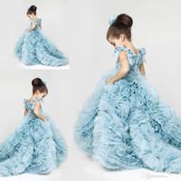 çiçek kızı elbise ruffle tren toptan satış-Buz Mavi Tül Kızlar Pageant elbise Dantel Aplike Üst Yay Kanat Katmanlı Ruffles Düğün Sweep Tren Çiçek Kızların Elbiseler BO9289
