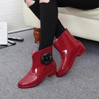 ropa de lluvia plástica al por mayor-Venta-12 caliente dulces colores nuevos cargadores de lluvia impermeable llegada planas con zapatos de mujer zapatos de agua de lluvia de goma de las botas del tobillo de Bowtie