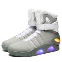 вернуться назад оптовых-AIR Mag обувь Marty McFlys кроссовки LED Back To The Future Glow In The Dark Boots Лучшие качества серый / черный Зарядное Mag Повседневная обувь