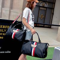 gepäck-duffel-taschen großhandel-Mode Marke Reisetasche Männer Frauen Designer Seesäcke Große Kapazität Designer Handtaschen Seesack Wasserdichte Sportgepäck