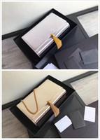filzkupplung großhandel-Silberne Damen-Clutch aus Schaffell Designer-Mini-Vierecktasche Star mit der gleichen Bump-Hand-Feeling-Umhängetasche Klassische Handtasche mit Fransen