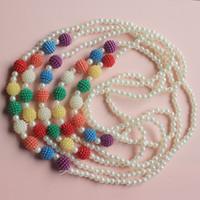 ingrosso maglioni bianche-collana lunga moda per bambina catena maglione fiore bianco con pera Ciondolo perline colorate accessori per bambini