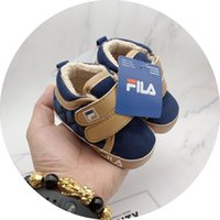 zapatillas de cuero de las niñas al por mayor-Zapatos de bebé Zapatillas de deporte Otoño Sólido Unisex Zapatos de cuna Calzado infantil de cuero de PU Mocasines para niños pequeños Zapatos de niña primer caminante