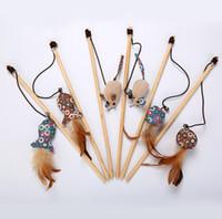 holzfischen spielzeug großhandel-Lustiger Katzenstock der hölzernen Stange des Haustierkatzenspielzeugs mit der Glocke, die lustige Stange mit Blumenplüschfischmäusewechselkopf zuschlägt