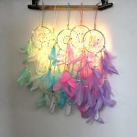 plumas artesanales al por mayor-Iluminación colector de sueños colgando DIY 56 cm lámpara LED Pluma Artesanías Wind Chimes Chica Dormitorio Romántico Colgando decoración regalo