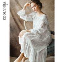 camisolas brancas vintage venda por atacado-Womens Vintage gótico do Victorian da noite vestido de algodão branco Alargamento da luva V Neck Lace Embellished Ruffle Hem Outono Camisola T29