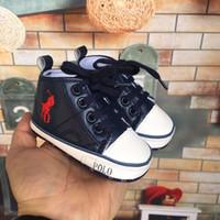 baby boy polo al por mayor-2019 POLO 4 colores Primeros andadores con cordones para bebés Primeros andadores antideslizantes para bebé niño niña Genius Zapatos infantiles