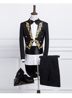 ingrosso tuxedo nero bianco oro-Nuovo Maschio Oro Argento ricamo risvolto Frac fase Singer Sposo nero smoking nozze per gli uomini Costume Homme