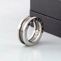 paare klingelt großhandel-ZHF Schmuck Paar für Frauen und Männer Klassische Mode Verkaufen Charity Little Red Ring Titan Stahl Bulgarien Liebe Ring Keramik