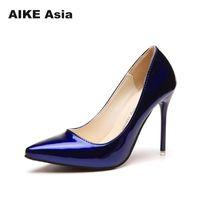 bombas de color azul damas al por mayor-2019 Vestido 2018 Zapatos de mujer caliente Punta estrecha Bombas Vestido de cuero de patente Tacones altos Barco Boda Zapatos Mujer Azul Vino Rojo Señora Azul
