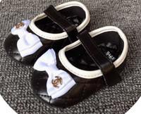 marcas de zapatos recién nacidos al por mayor-Brand suave de los zapatos de otoño del resorte del niño recién nacido bebés de los muchachos primeros caminante moda casual mocasines zapatos del pesebre 5 colores B206